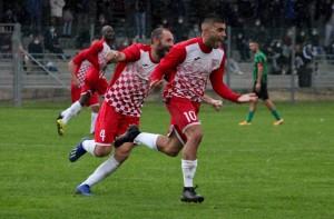L'esultanza di Mascitti dopo il gol del vantaggio biancorosso